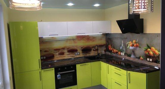 Фото работы Салатовая угловая кухня — яркий дизайн, реальные фото