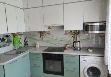 Фото статьи Цветная кухня под потолок с фасадами АГТ