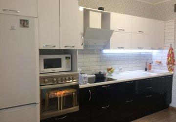 Кухня черно-белая с фасадами пластик (2017г.) фото