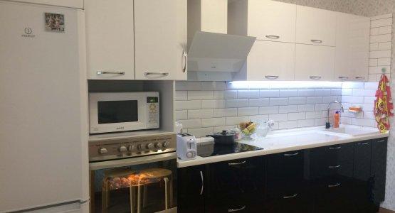 Фото работы Кухня черно-белая с фасадами пластик (2017г.)