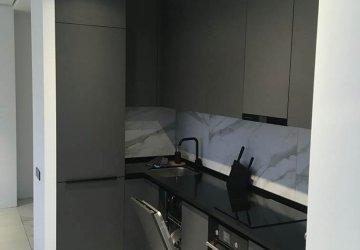 Фото статьи Кухня c серыми фасадами под потолок