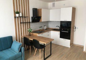 Фото статьи Угловая кухня в белом цвете с деревом — дизайн, фото
