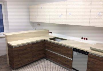 Фото статьи Кухня со встроенной барной стойкой