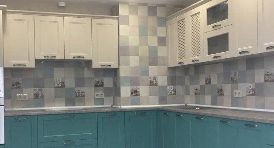 Фото работы Кухня классика с изумрудными фасадами