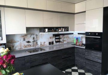 Фото статьи Современная кремовая кухня под потолок