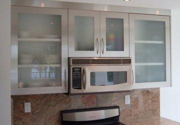 Фото статьи Встроенные микроволновки в интерьере кухни
