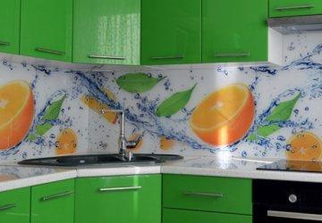 Фото статьи Что лучше для кухонного фартука: закаленное стекло, МДФ, или плитка?