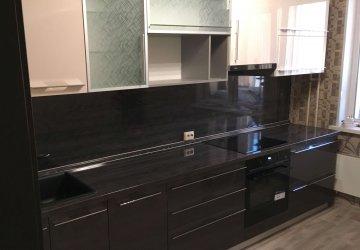 Кухня с фасадами ЛАК высокий глянец и стеклом+алюминиевый профиль фото