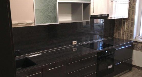 Фото работы Кухня с фасадами ЛАК высокий глянец и стеклом+алюминиевый профиль
