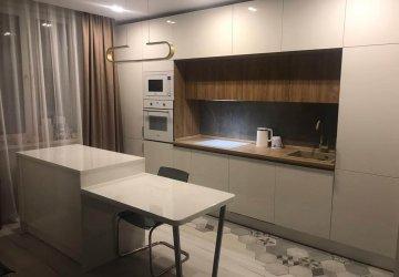 Фото статьи Современная кухня с белыми фасадами «Эколюкс»
