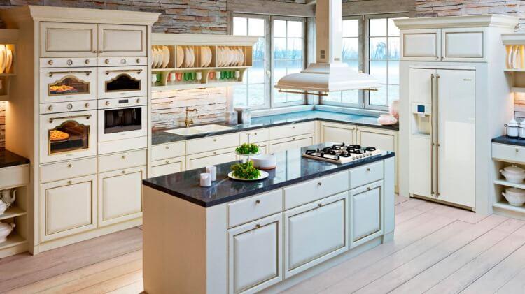 Фото встроенной кухни с островом