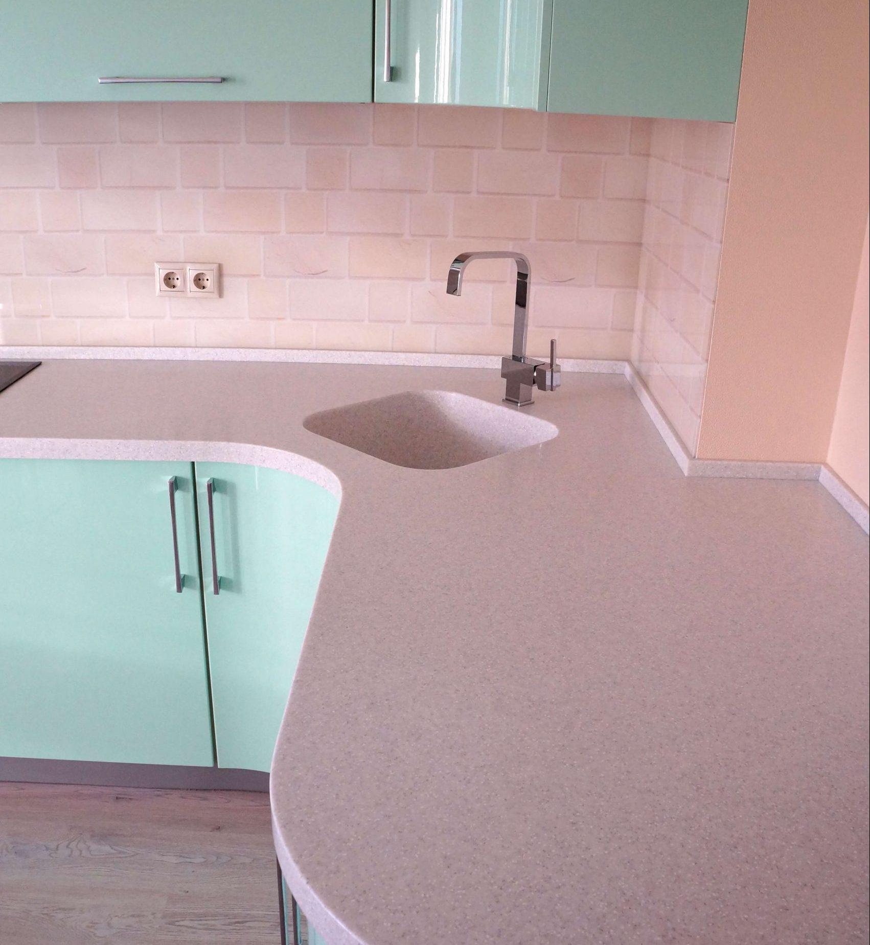 Третье фото Зелёная «Мятная» кухня с фасадами эмаль глянец