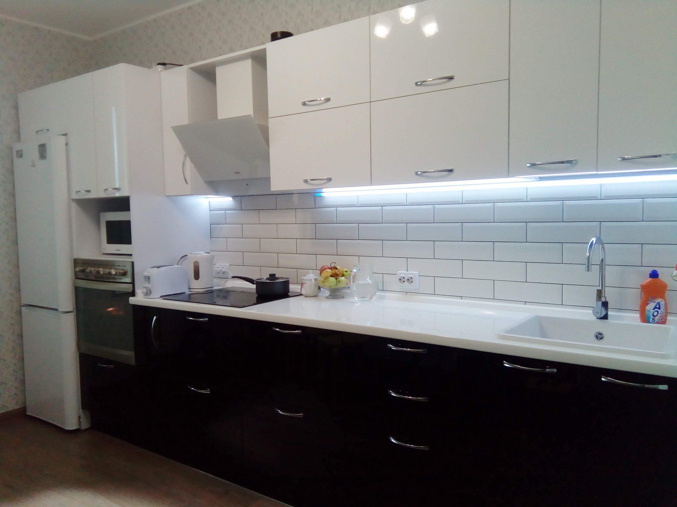 Первое фото Кухня черно — белая с фасадами пластик
