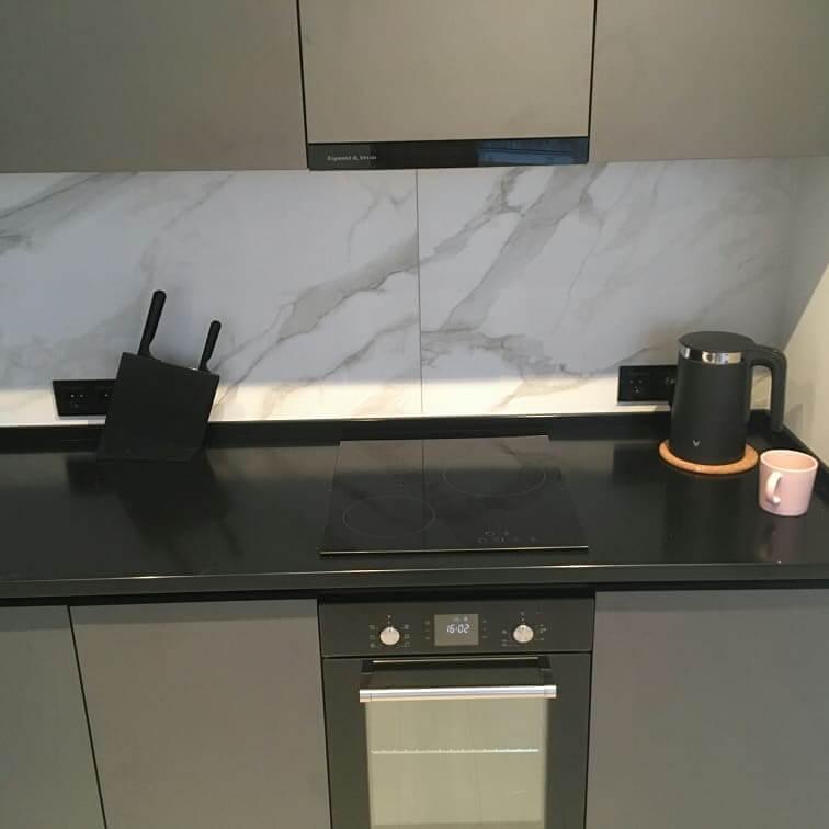 Второе фото Кухня c серыми фасадами под потолок