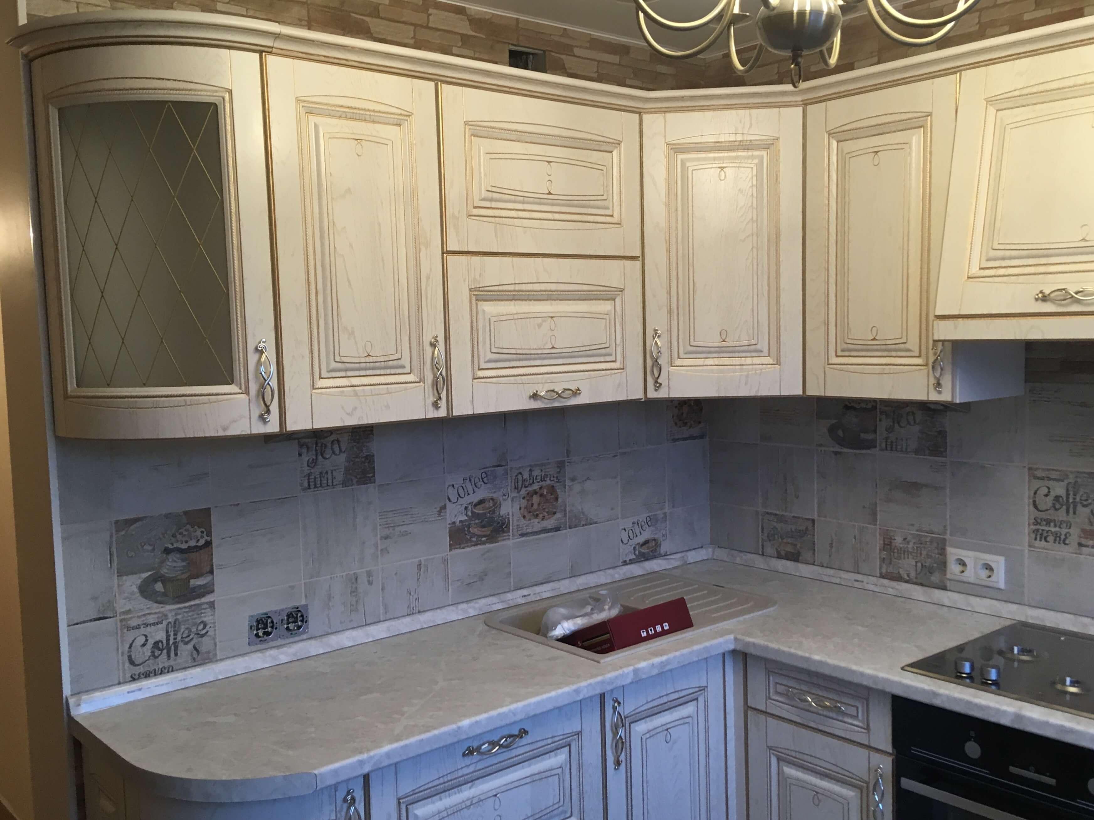 Первое фото Небольшая кухня в стиле классика