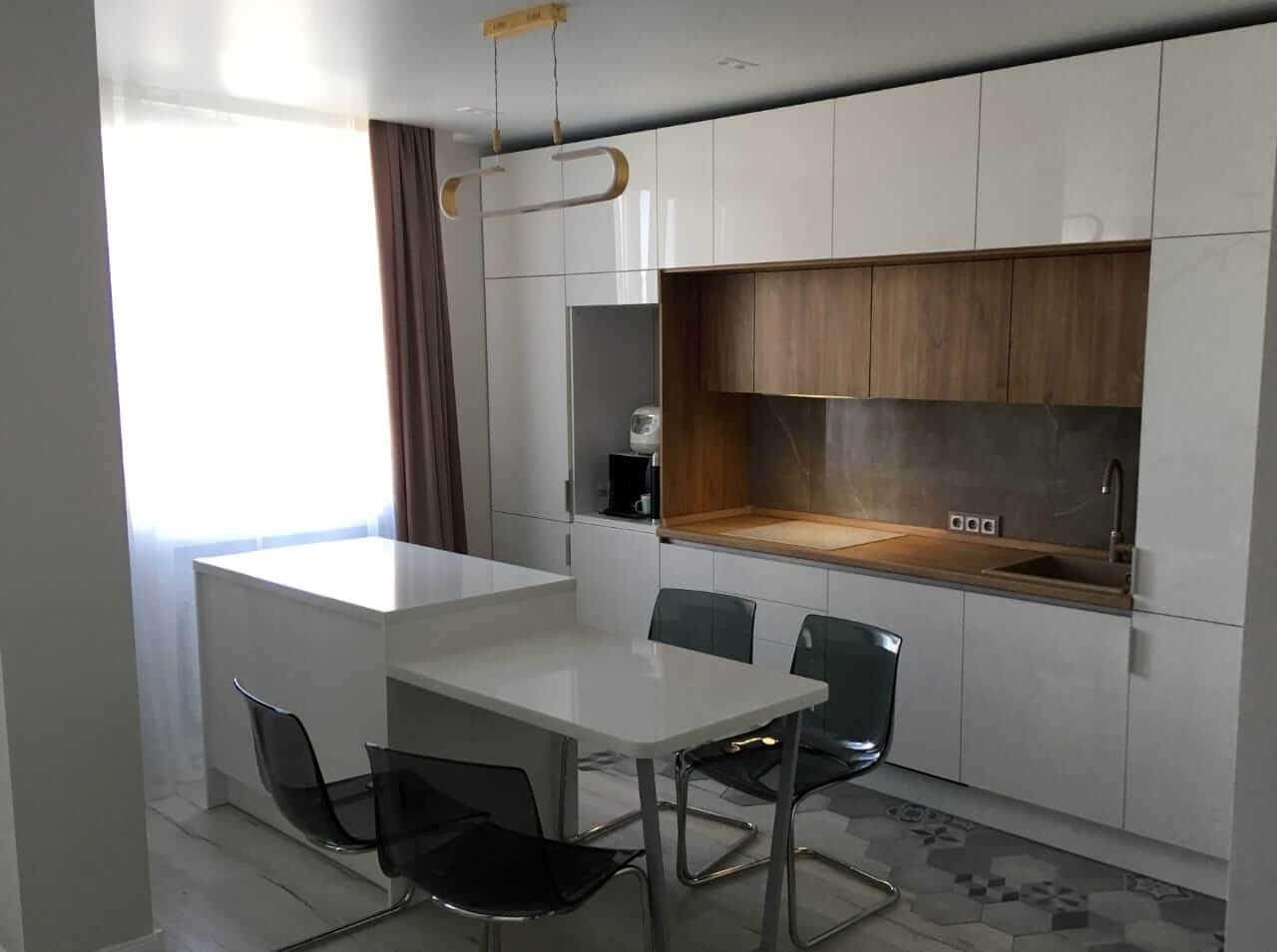 Второе фото Современная кухня с белыми фасадами «Эколюкс»