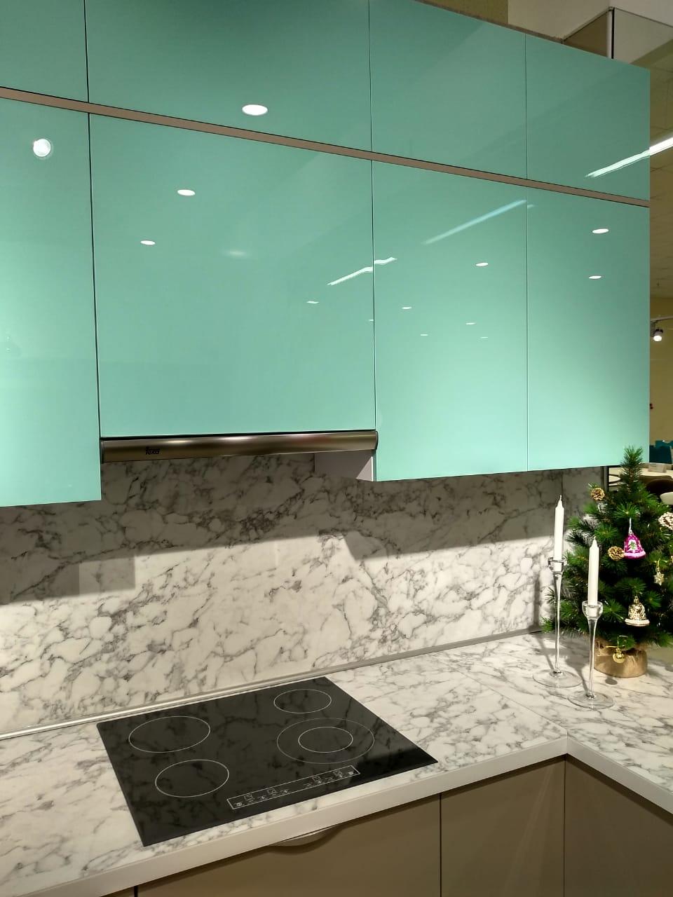 Второе фото Кухня с фасадами Пластик с эффектом «стекло» и «антипальцы»