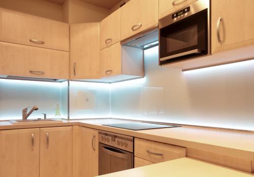 шкаф с подсветкой лентой - лучший кухонный свет