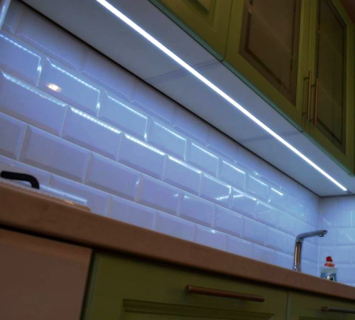 купить рабочую светодиодную ленту для кухонного шкафа