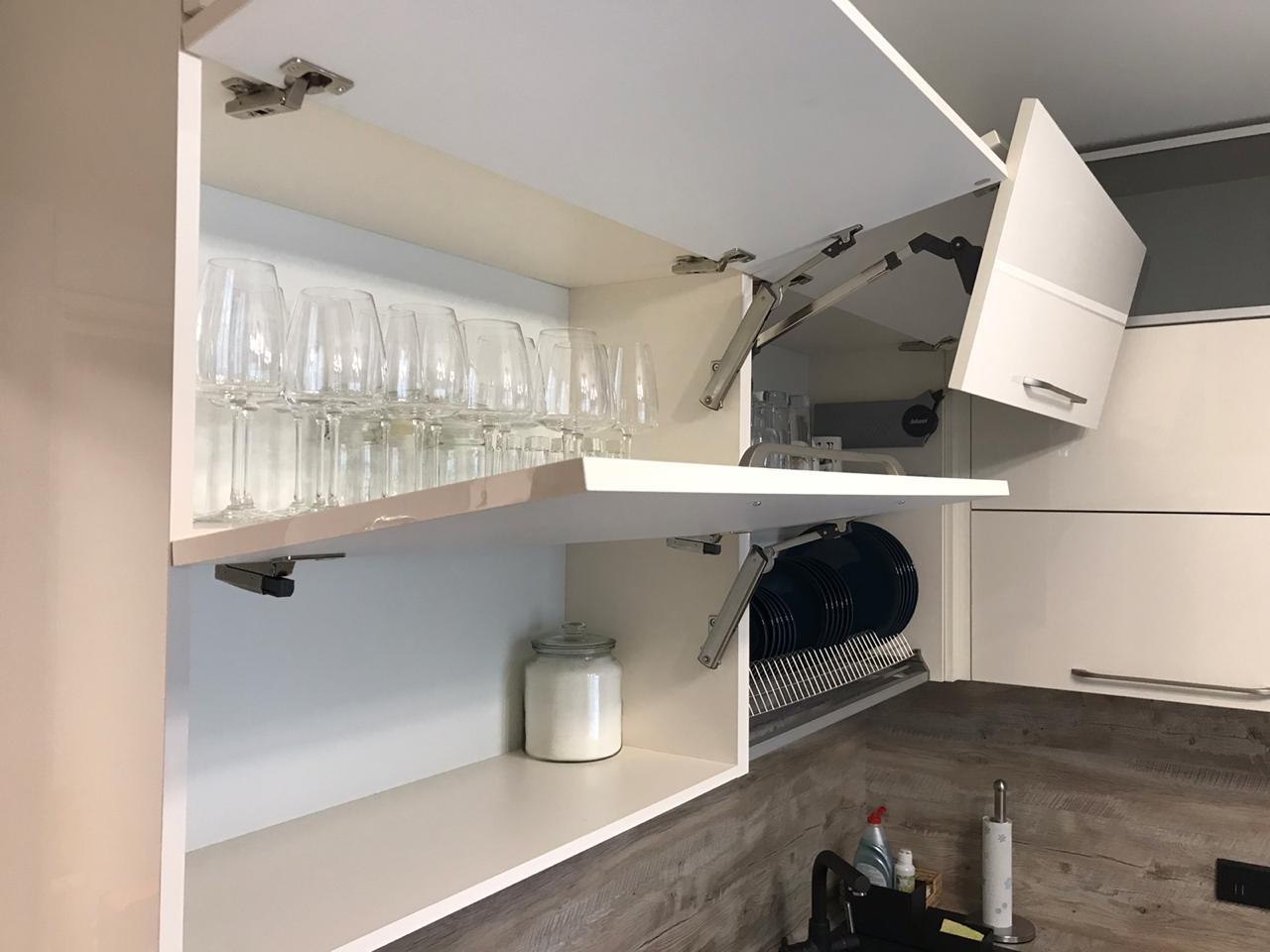 Второе фото Кухня бело серая матовая под потолок c антресолями и пеналом