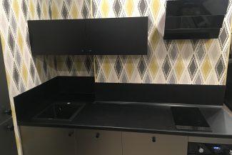 интерьер кухонь металлического тона на фото в цвете