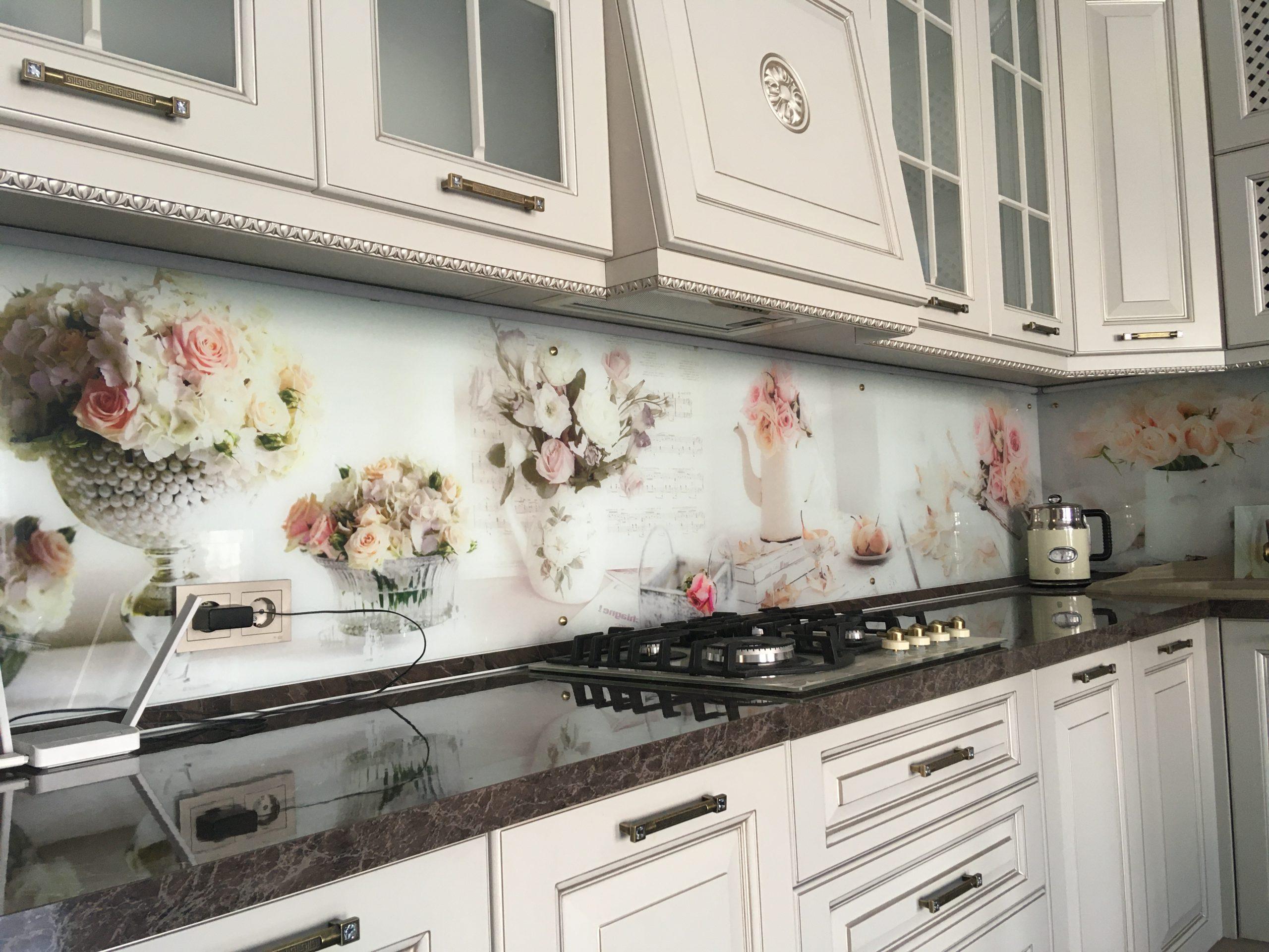 Третье фото Классическая кухня с фасадами цвета кашемир