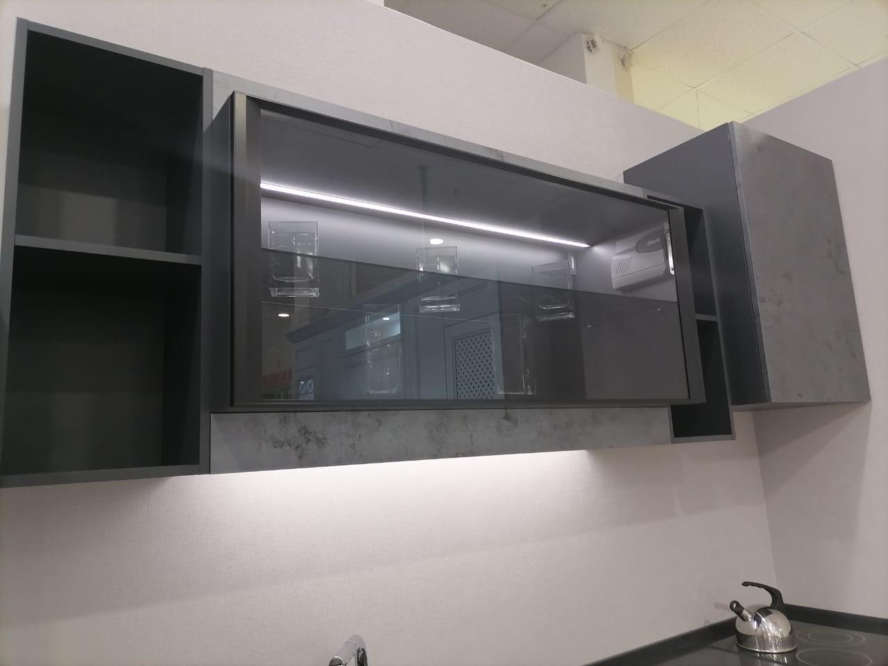 Первое фото Современная кухня с фасадами под бетон